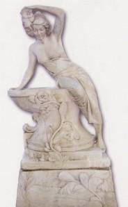 Femme penchée sur bac fleuri avec pied - petite