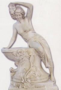 Femme penchée sur bac fleuri - petite