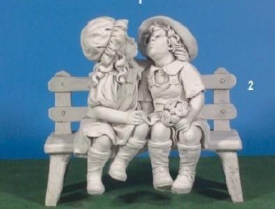 Enfants bisou sur banc