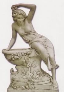 Grande-Femme penchée sur bac fleuri