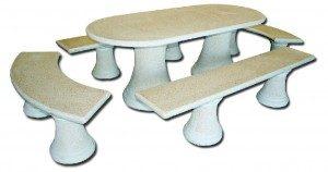 Table ovale avec bancs droits et demi lunes aspect granité