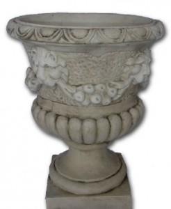 Vase tête de lion et fleurs